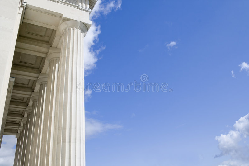 Fléaux en pierre avec le ciel bleu photos libres de droits