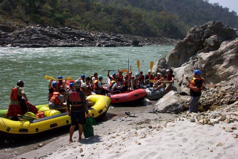 Flößen auf dem Ganga stockbild