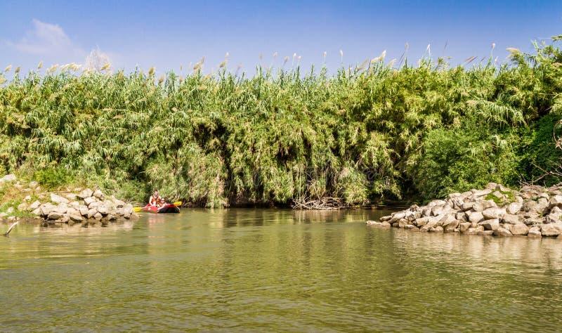 Flößen auf Jordan River in Israel lizenzfreie stockbilder