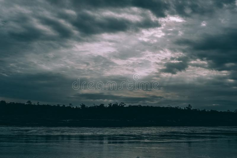 Flöda för flod & ljus stråle fotografering för bildbyråer