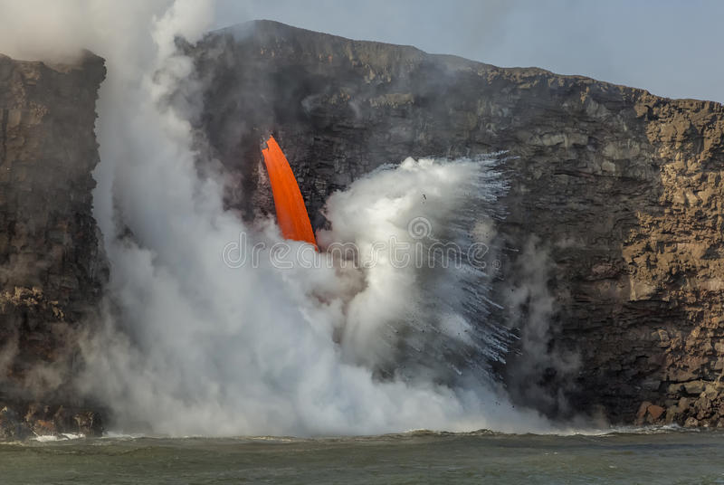Flöde för lava för brandslang arkivbilder