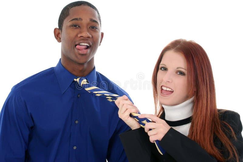 flörta för par som är interracial royaltyfri bild
