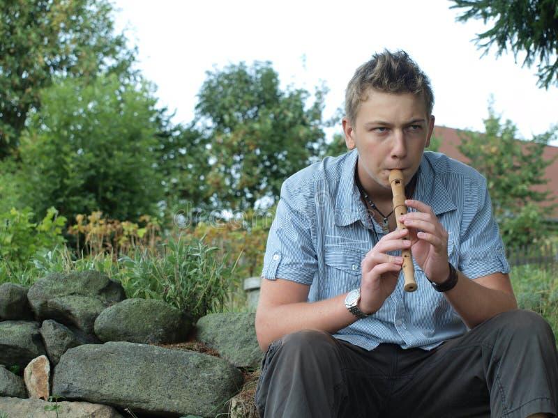 Flötespielportrait lizenzfreies stockbild