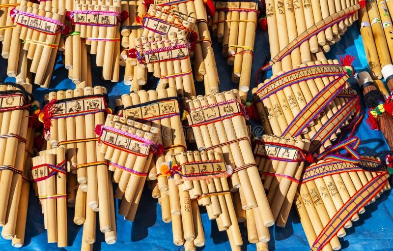 Flûte de Pan des Andes sur le marché de travail manuel, Cusco, Pérou photos libres de droits