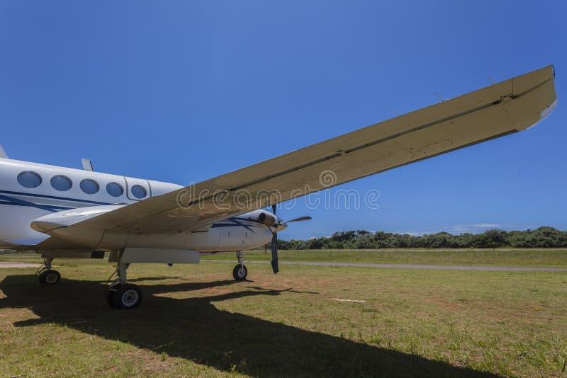 Flügel-schließen Doppelstütze-Flugzeuge stockbild