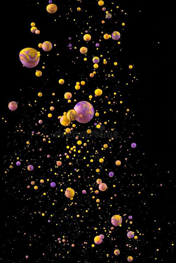 Flüssiger Farbtropfen auf schwarzem Hintergrund stockfotografie