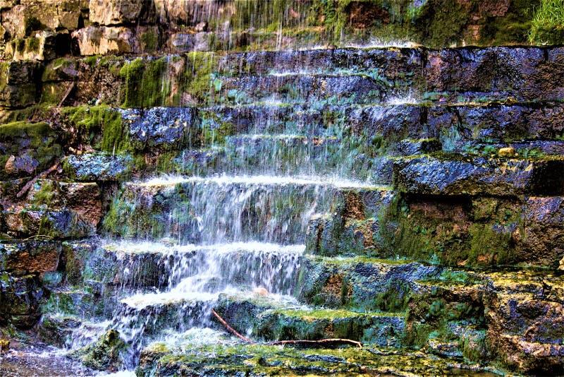 Flüssiger Wasserfall in Ohio lizenzfreie stockbilder