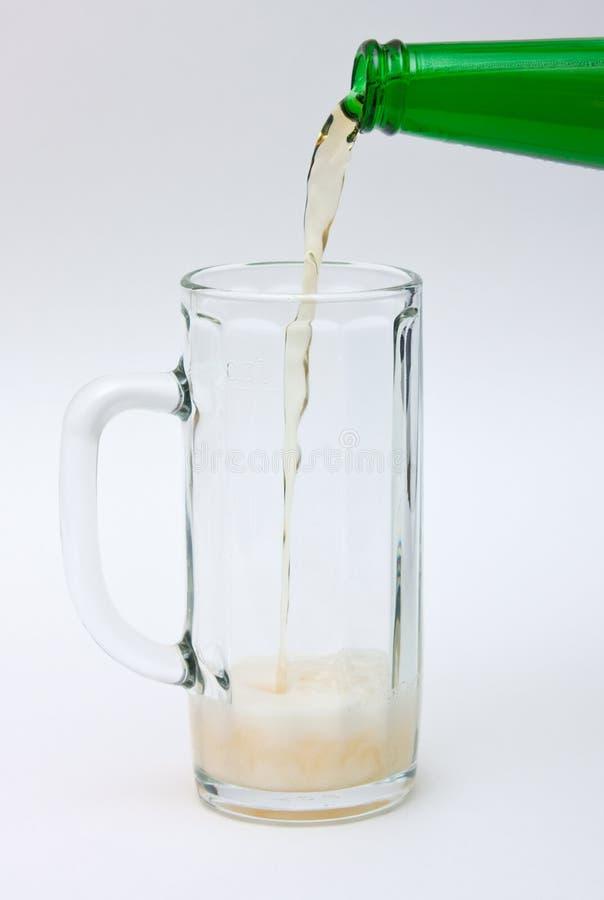 Flüssiges Bier stockfoto