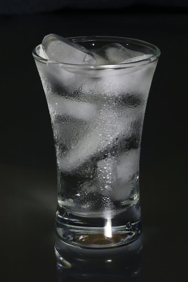 Flüssigkeit und Eis. lizenzfreie stockfotografie