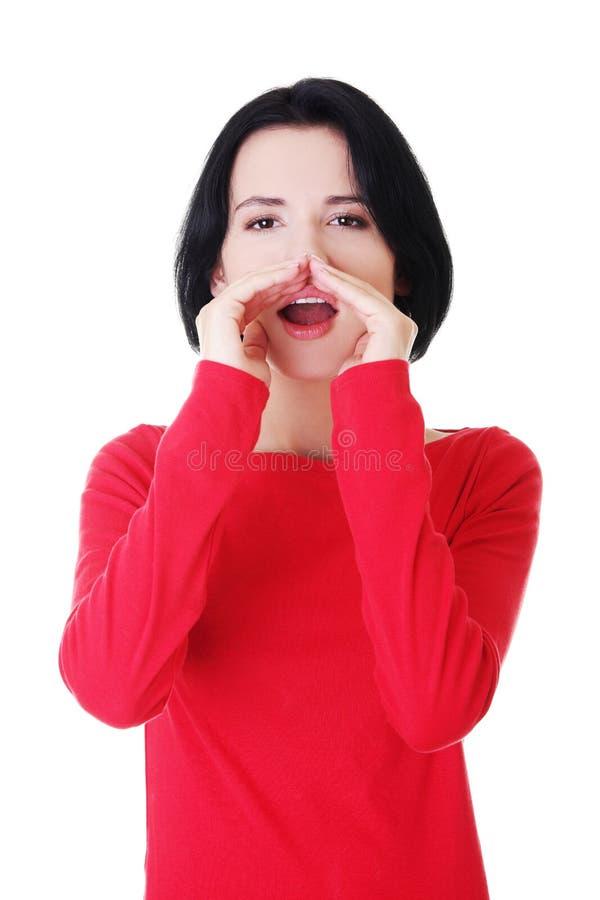 Download Flüsternder Klatsch Der Recht Kaukasischen Frau. Stockfoto - Bild von chatty, schönheit: 27729182