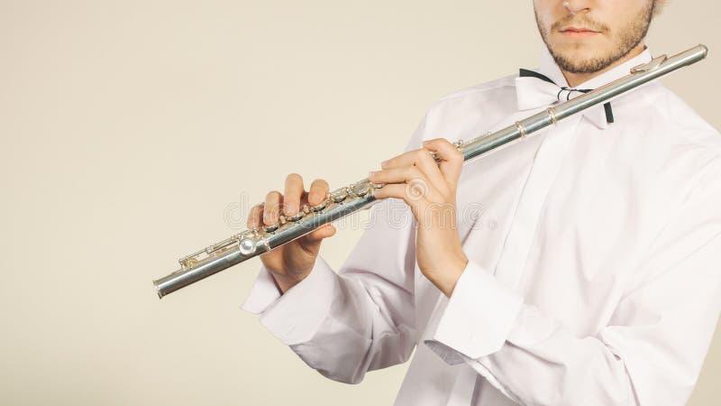 Fl?jtmusik som spelar fl?jtistmusikerakt?ren royaltyfri fotografi
