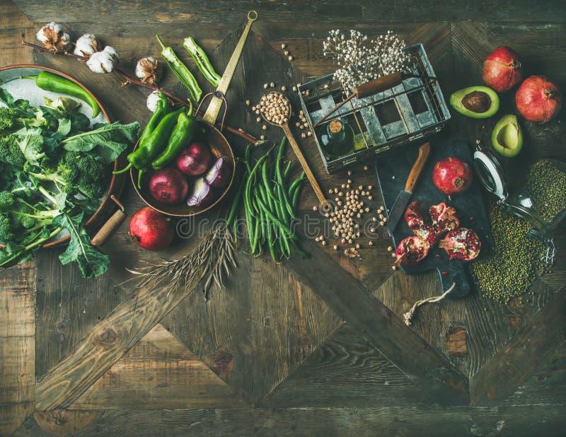 Flach-Lage des Wintervegetariers oder des Lebensmittels des strengen Vegetariers, die Bestandteile kochen stockbilder