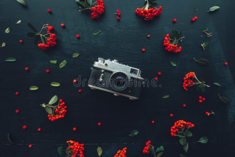 Flache gelegte Weinlese-Fotografiekamera der Hippie-Art alte stockfoto
