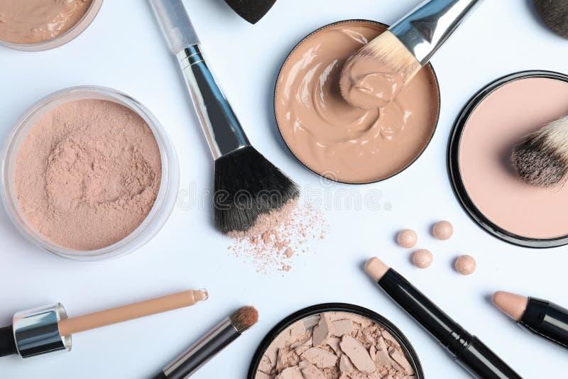 Flache gelegte Zusammensetzung mit Hautgrundlage, Pulver und Schönheitszusätzen stockbilder