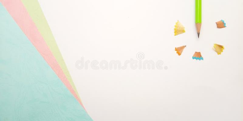 Flache Lage, wei?e rosa blaue Schablone des Foto-freien Raumes f?r Hintergrund-Element-Entwurf f?r Mitteilung, Zitat, Information lizenzfreie stockfotografie
