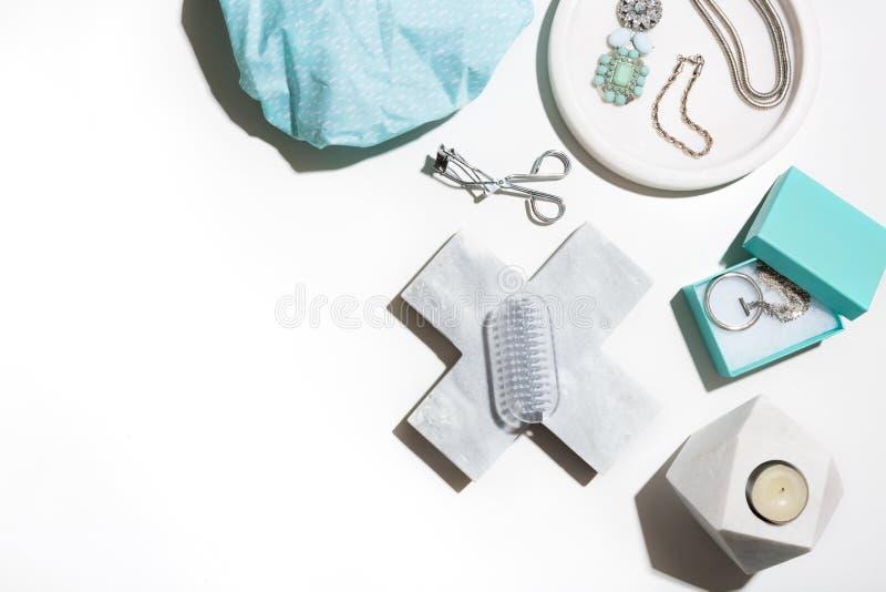Flache Lagegruppe Schönheit und pamering Einzelteile lizenzfreie stockbilder