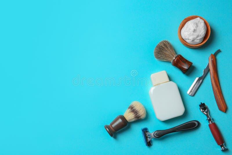 Flache Lagezusammensetzung mit dem Rasieren des Zubehörs für Männer lizenzfreies stockbild