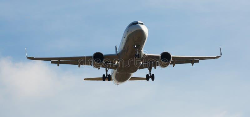 Flache Landung Lufthansa-Fluglinien lizenzfreie stockfotos