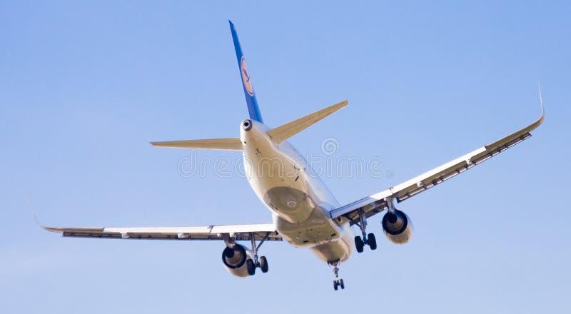 Flache Landung Lufthansa-Fluglinien lizenzfreie stockbilder