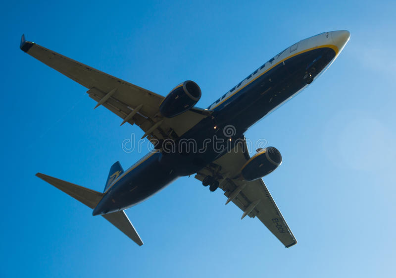 Flache Landung Ryanair-Fluglinien stockfoto