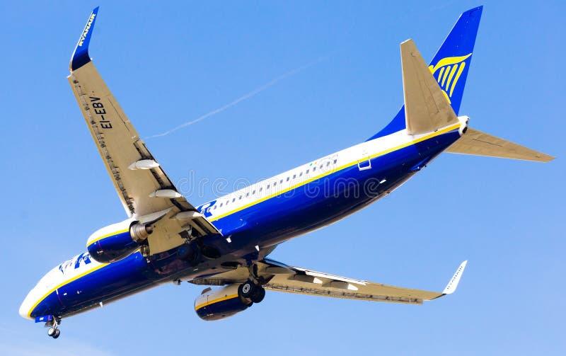 Flache Landung Ryanair-Fluglinien stockbild