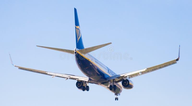 Flache Landung Ryanair-Fluglinien lizenzfreies stockbild