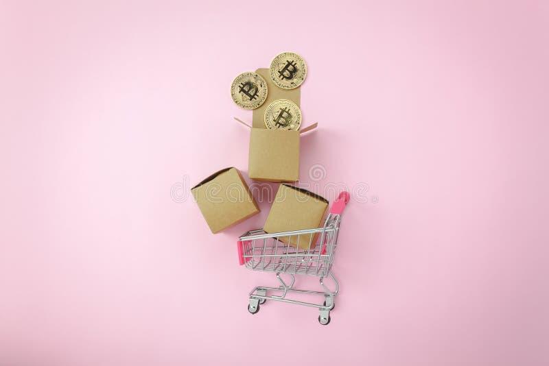 Flaches Lagediagrammwachstum oben mit Münzgeld u. Warenkorb oder Laufkatze auf modernem rosa Papier lizenzfreie stockfotos