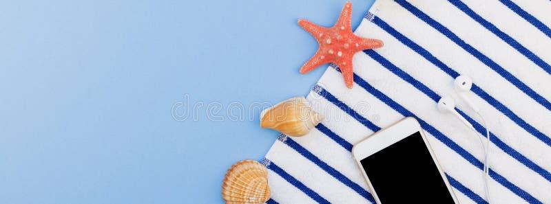 Flaches Lagekonzept von Sommerreiseferien lizenzfreies stockfoto