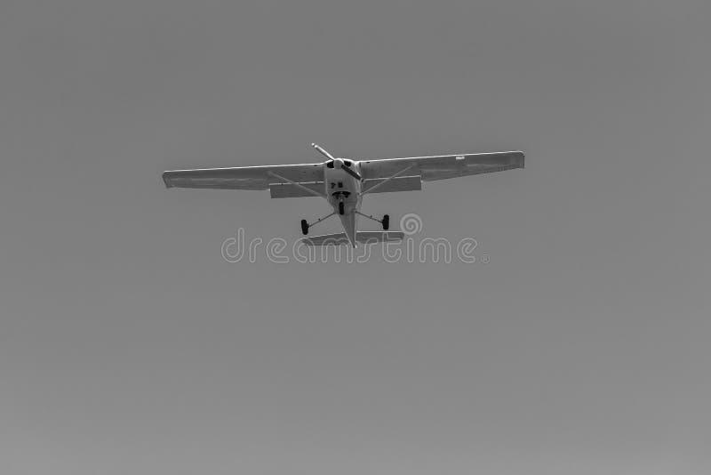 Flaches Leichtflugzeug-Fliegen lizenzfreies stockbild
