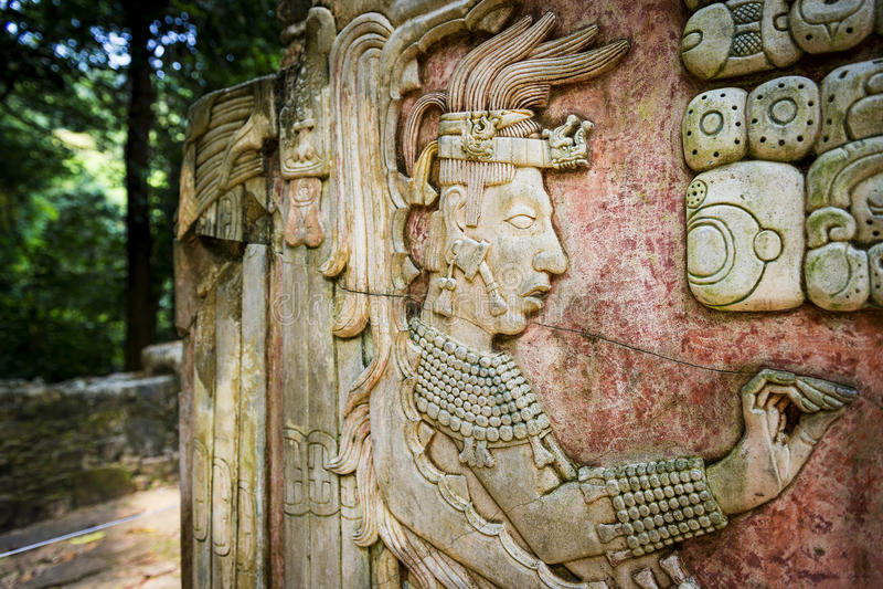Flachrelief, das in der alten Mayastadt von Palenque, Chiapas, Mexiko schnitzt lizenzfreies stockbild