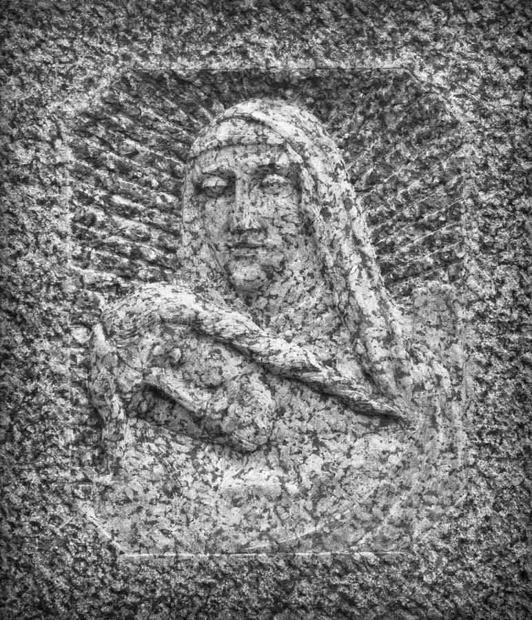 Flachrelief im Stein, der das Mitleid von Michelangelo darstellt stockfotos