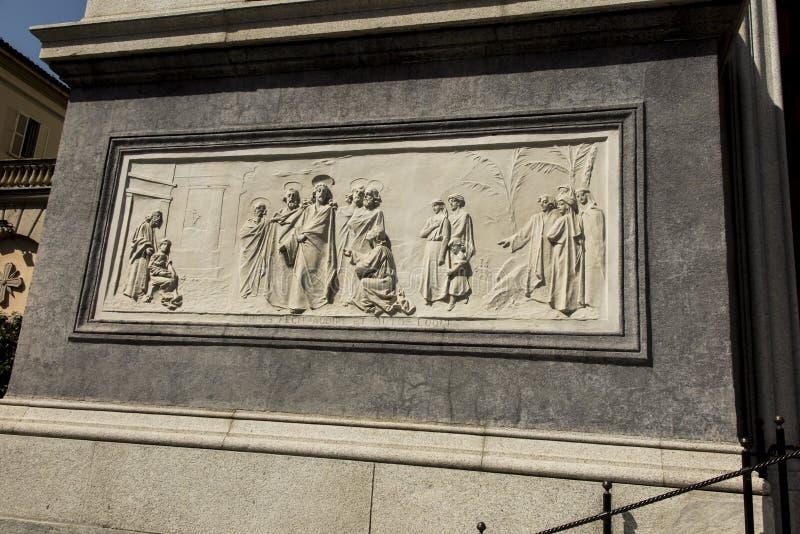 Flachrelief von der Fassade der Kirche unserer Dame Help von Christen in Turin lizenzfreie stockfotos