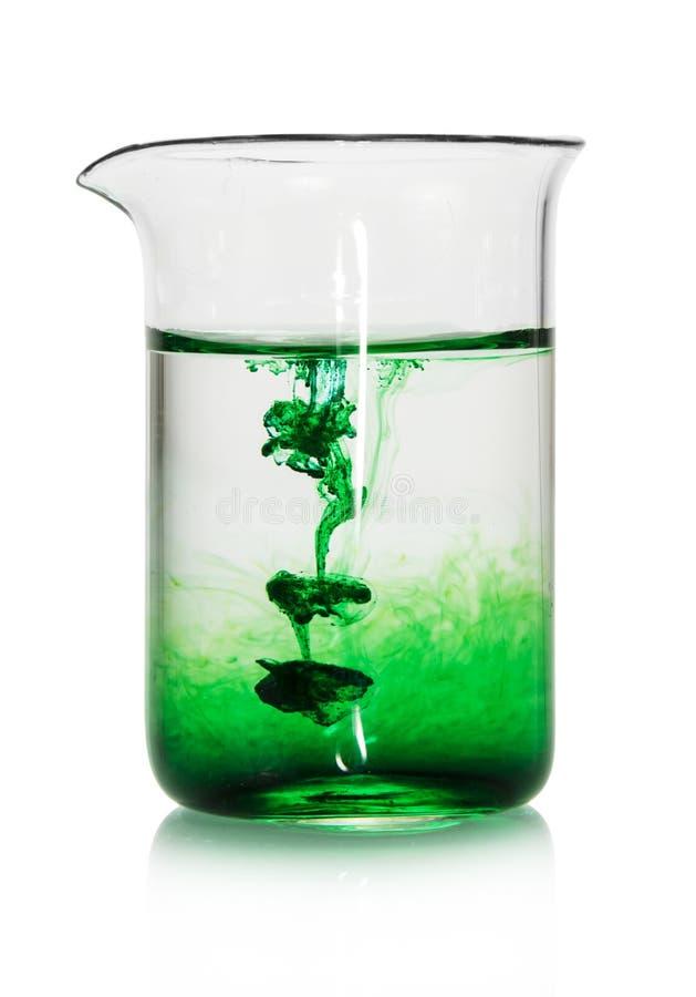 Flacon chimique avec le liquide vert images libres de droits