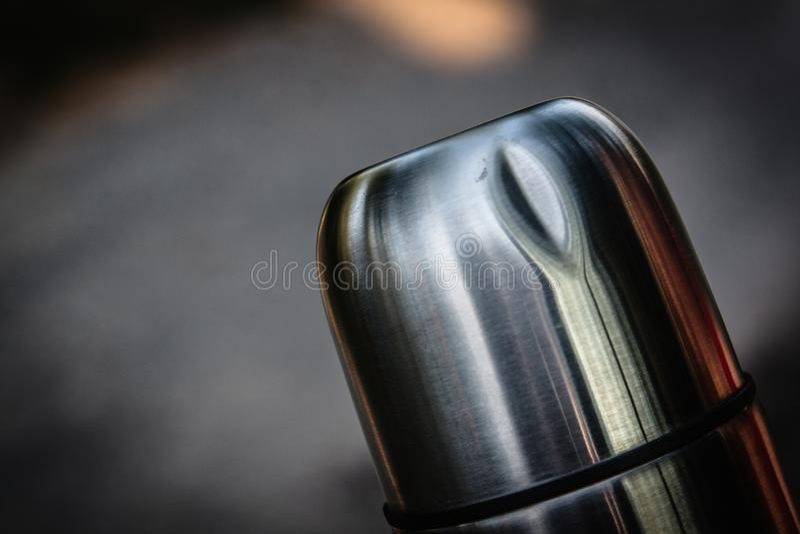Flacon endommagé de thermos photographie stock