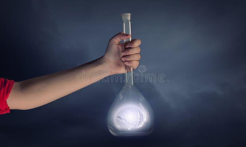 Download Flacon Et Les Objets Dans Lui Image stock - Image du inspiration, biochimie: 56479299