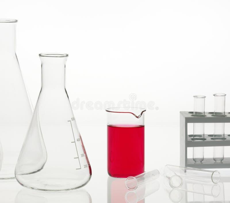 Flacons dans le laboratoire chimique images libres de droits