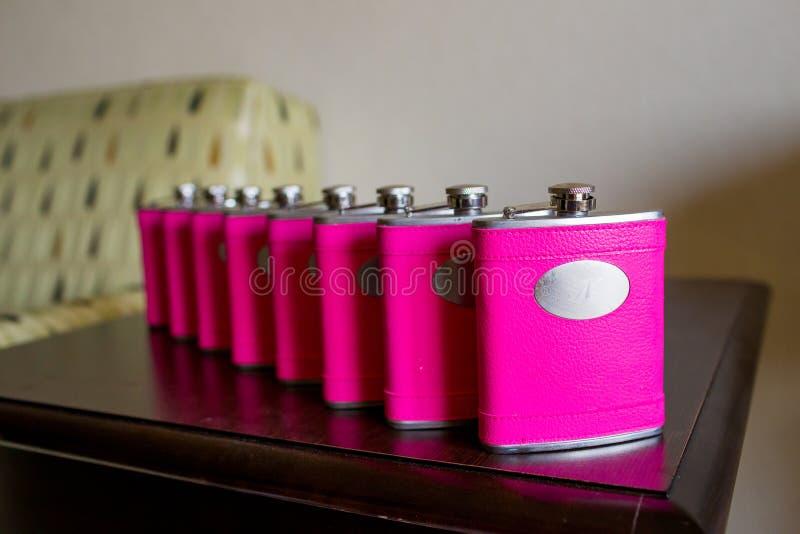 Flacons de rose de cadeau de mariage photo libre de droits