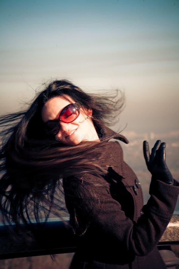 fladdrande hårkvinna royaltyfri foto
