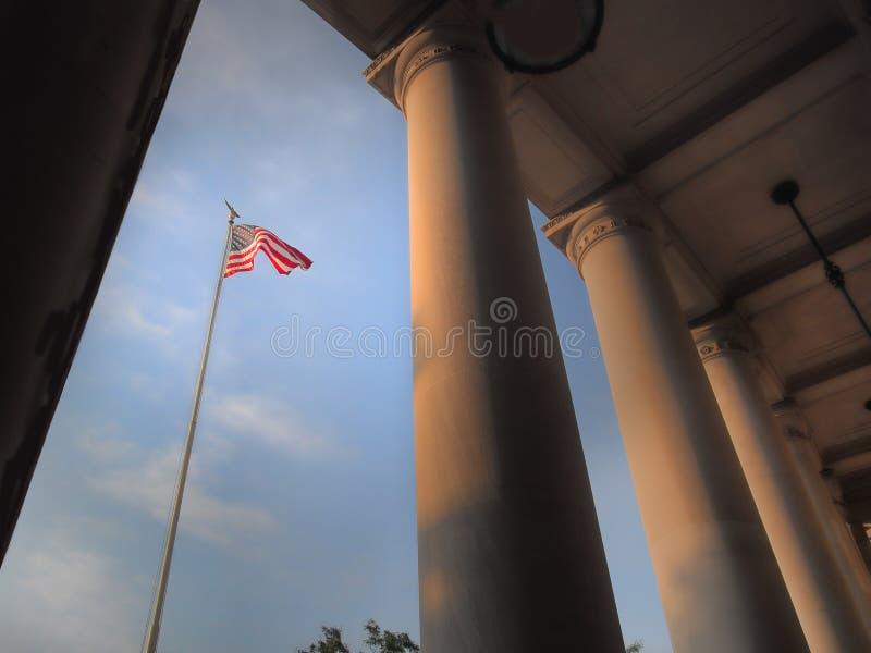 Flaga amerykańska i masywne kolumny zdjęcie royalty free