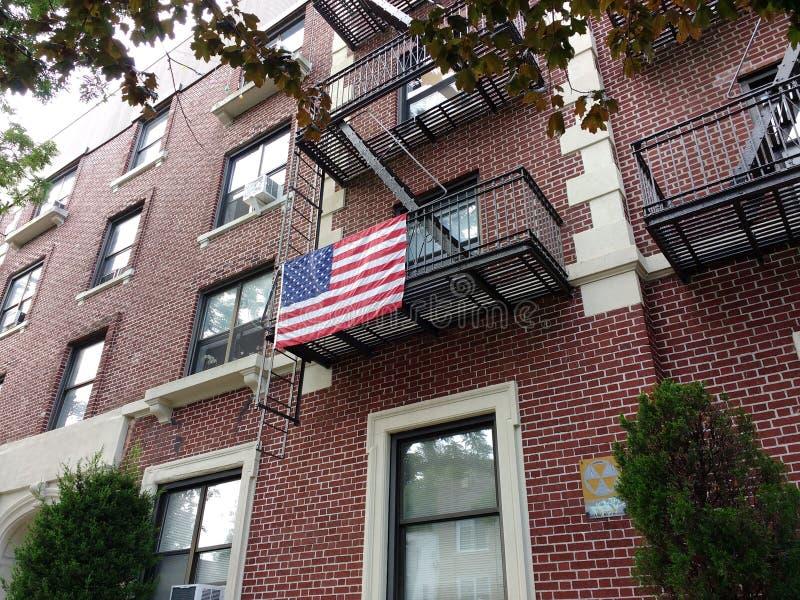 Flaga Amerykańska na Brooklyn Pożarniczej ucieczce, usa fotografia stock