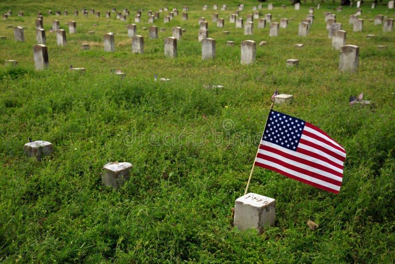 Flaga Amerykańska Zaznacza Cywilnej wojny Gravestone obrazy royalty free