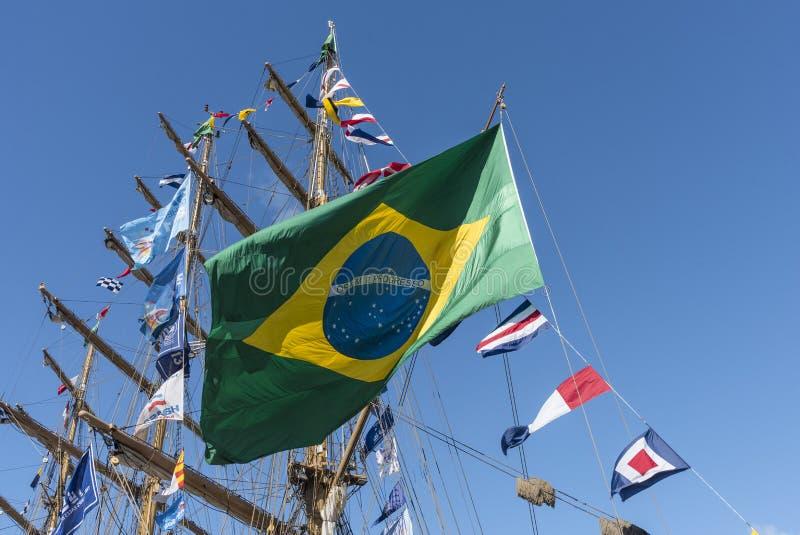 Flaga Brazylia i olinowanie fullrigger Cisne Branco zdjęcia royalty free
