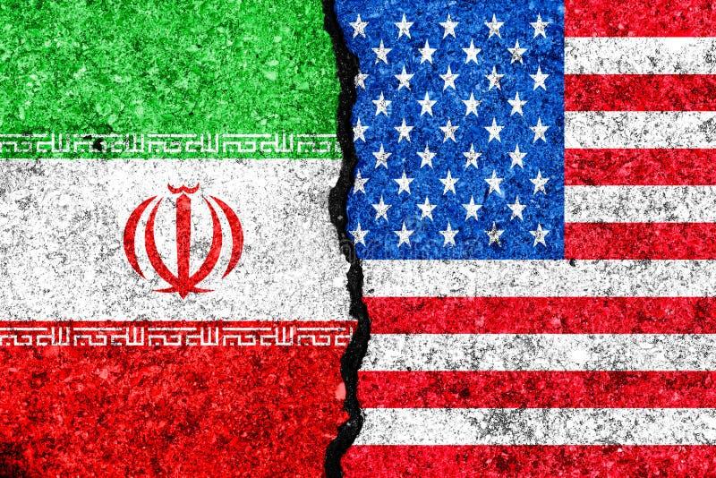 Flaga Iran i usa malujący na krakingowym ściennym tle, Iran/ve royalty ilustracja