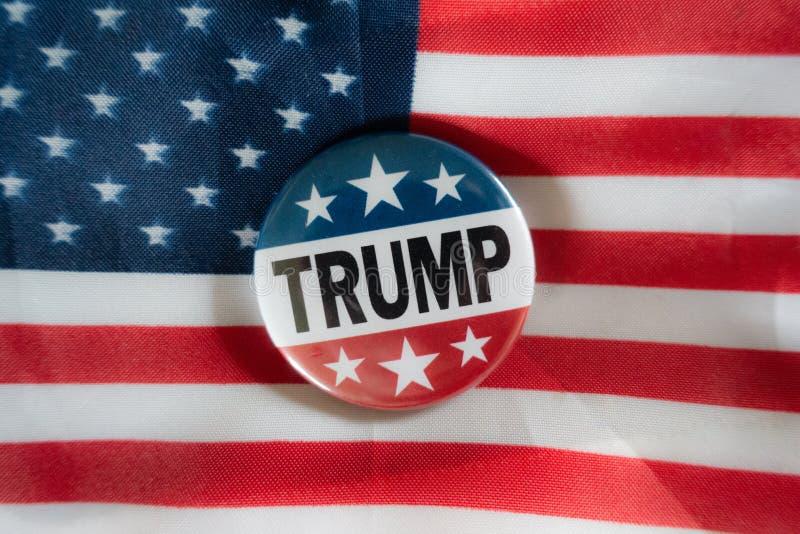 Flaga kampanii Donald Trump przeciwko USA Płaska głębokość pola i selektywny fokus zdjęcie stock