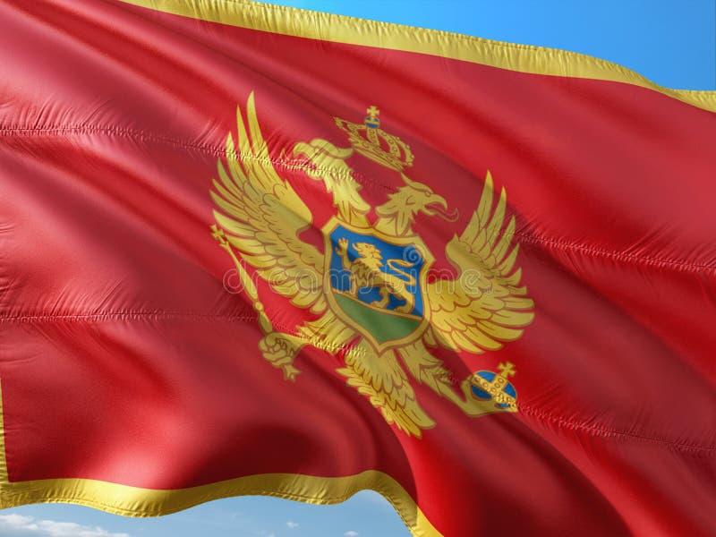Flaga Montenegro falowanie w wiatrze przeciw g??bokiemu niebieskiemu niebu Wysokiej jako?ci tkanina zdjęcie stock