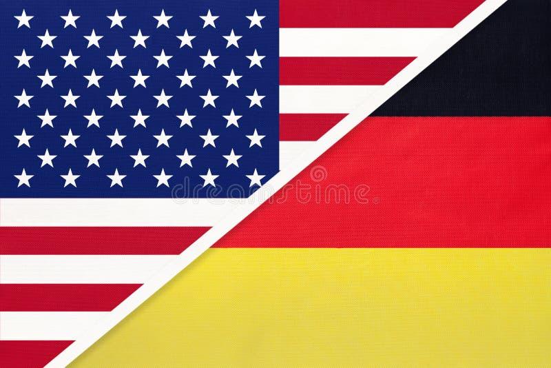 Flaga narodowa USA i Niemiec w sektorze włókienniczym Stosunki między krajami amerykańskimi i europejskimi obraz royalty free