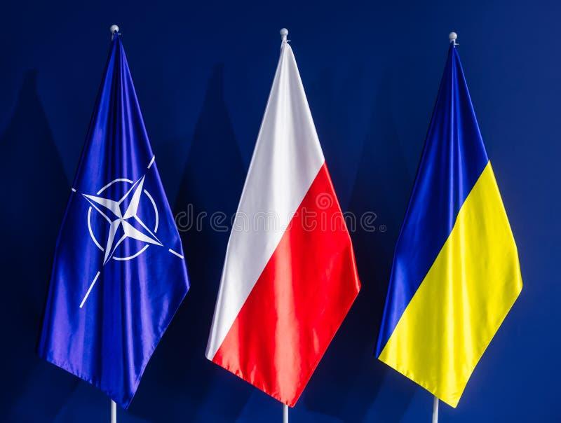 Flaga NATO-WSKI, Polska i Ukraina przy NATO-WSKIM szczytem, obraz royalty free