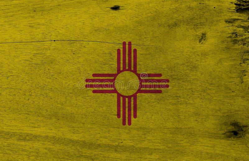 Flaga Nowy - Mexico na drewnianym półkowym tle Grunge Nowy - Mexico chorągwiana tekstura stany Ameryka zdjęcie royalty free