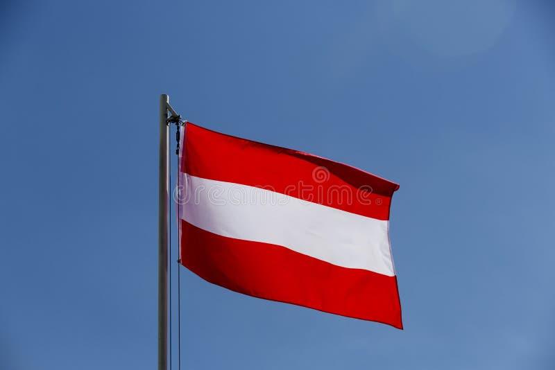 Flaga państowowa Austria na flagpole fotografia royalty free