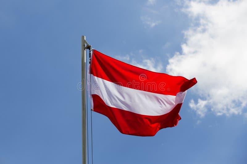 Flaga państowowa Austria na flagpole zdjęcia royalty free